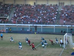 Atlético-PR x Goiás no Estádio Gigante do itiberê (Foto: Fernando Freire/GLOBOESPORTE.COM)