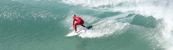 Filipe Toledo surfou muito e tirou único 10 da etapa de J-Bay até agora no Mundial de Surfe (Foto:  WSL / Tostee )