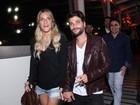 Giovanna Ewbank vai de shortinho a pré-estreia de Bruno Gagliasso