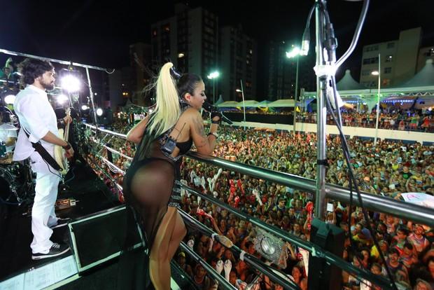 Aline Rosa em Salvador (Foto: Felipe Souto Maior/ Ag. News)