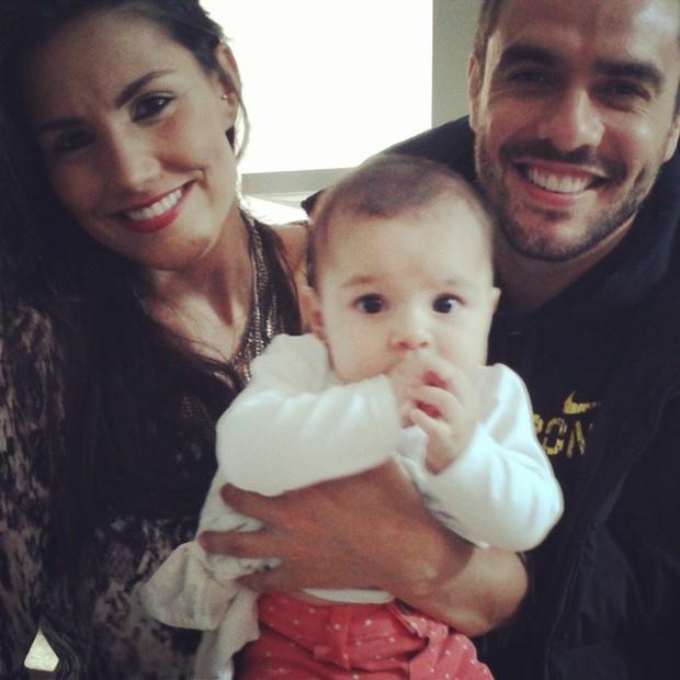 Mariana Felício e Daniel Saulo com a filha (Foto: Reprodução/Instagram)