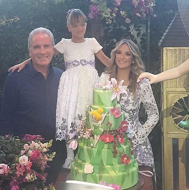 Roberto Justus, Rafinha e Ticiane Pinheiro durante a festa de aniversário de 6 anos da pequena filha dos dois (Foto: Reprodução/Instagram)