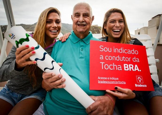 Seu Moreira, avô das gêmeas do nado sincronizado Bia e Branca Feres (Foto: Daniel Zappe/MPix/Bradesco)