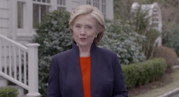 Imagem de vídeo em que Hillary Clinton anuncia sua pré-candidatura à presidência dos Estados Unidos (Foto: Reprodução/YouTube/Hillary Clinton)