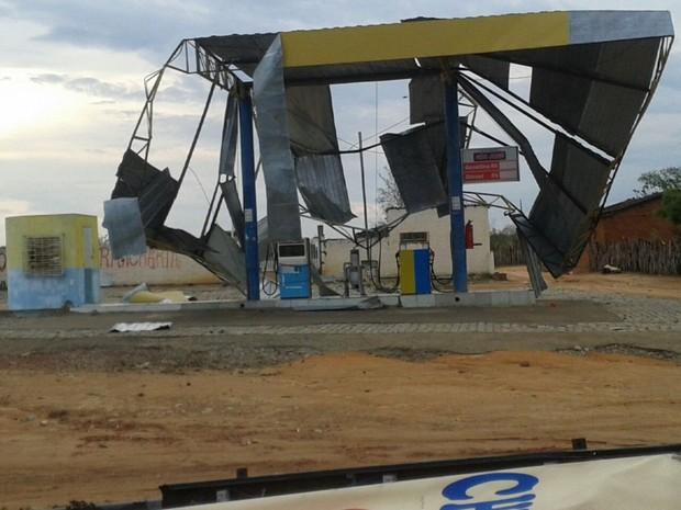 Posto de combustíveis também desmoronou em Fartura do Piauí (Foto: G1)