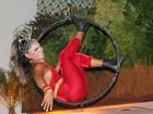 Musa se prepara para o carnaval no Rio com acrobacias de circo