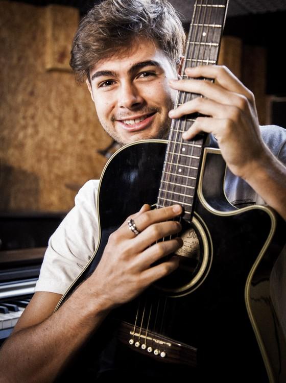 Rafael, que também é músico, diz que se inspirou em Luan Santana para fazer seu novo personagem (Foto: TV Globo)