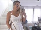 Grávida de 9 meses, Leticia Santiago posa de branco e não exibe barrigão