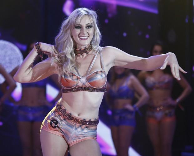 Jeisi Pauvels dança muito no palco do programa (Foto: Inácio Moraes / Gshow)