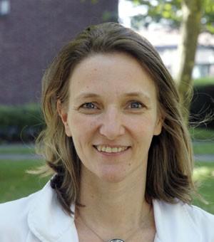 A ginecologista Isabelle Demeestere, que liderou a equipe que permitiu que uma mulher engravidasse após um transplante de tecido do ovário congelado quando ela era criança (Foto: Isabelle Demeestere/AP)