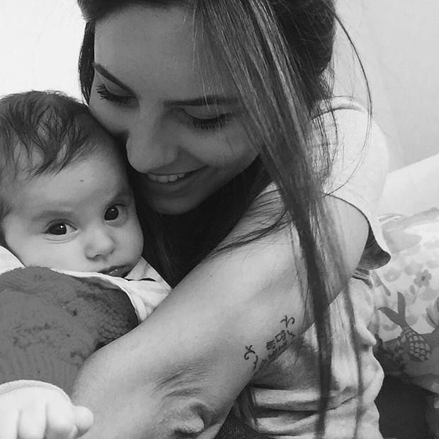 Rubia Baricelli com a filha (Foto: Reprodução / Instagram)