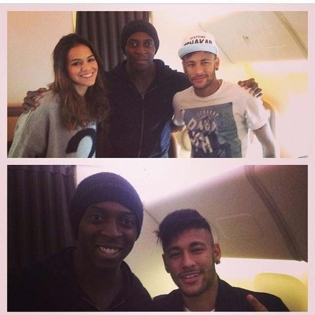 EGO - Bruna Marquezine e Neymar posam dentro do avião ...