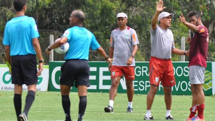 Wéverton é orientado pelo técnico Silas (Foto: Divulgação \América-MG)