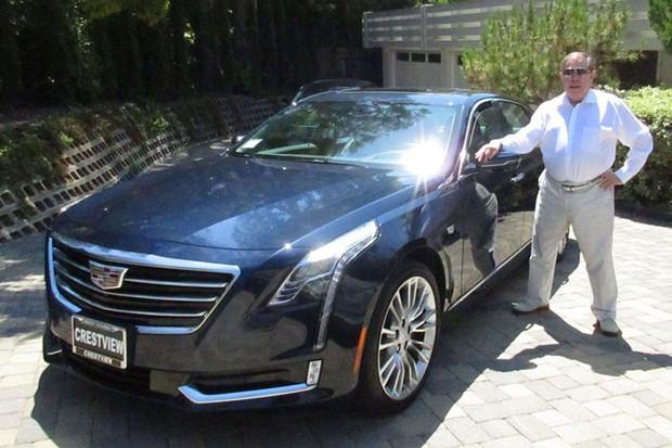 Syd Mead e seu Cadillac CT6 (Foto: Divulgação)