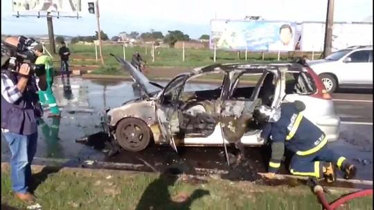 Quatro pessoas ficam feridas em acidente entre carro e caminhão na BR-376