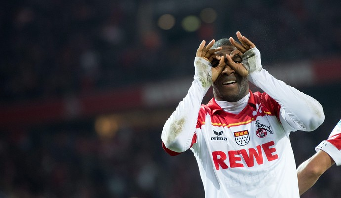 Modeste comemora gol do Colônia contra o Hamburgo (Foto: EFE)