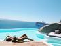 Karina Bacchi exibe corpo escultural durante férias em ilha da Grécia
