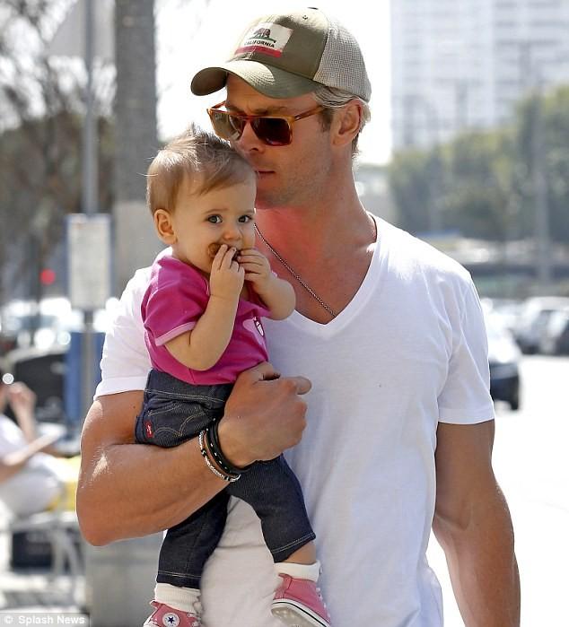 Chris Hemsworth vai seguir a tradição de ter uma família grande. Com apenas 31 anos ele já tem três filhos. (Foto: Divulgação)