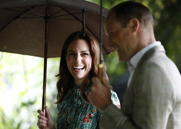 LONDON, ENGLAND - AUGUST 30: (L-R) Catherine, Duchess of Cambridge and Prince William, Duke of Cambridge are seen during a visit to The Sunken Garden at Kensington Palace on August 30, 2017 in London, England.  The garden has been transformed into a White (Foto: Getty Images)