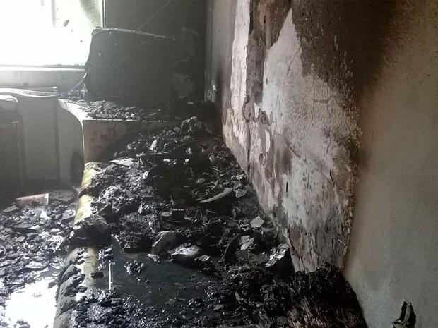 Incêndio destrói cômodos de casa em Feira de Santana (Foto: Corpo de Bombeiros/Divulgação)