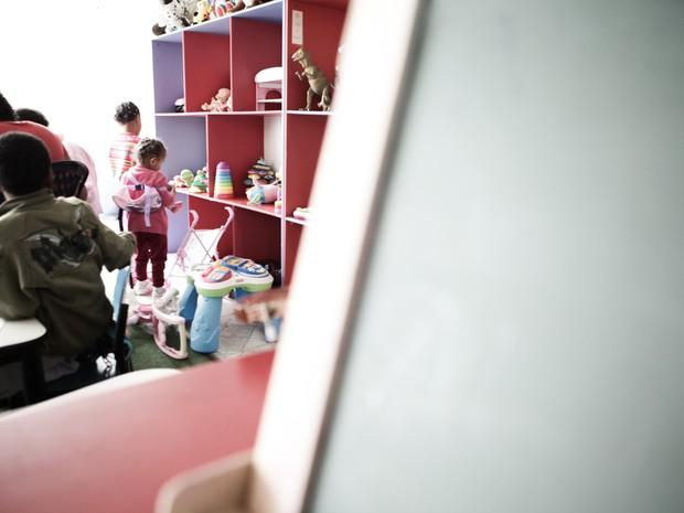 Crianças fazem atividades em abrigo de SP (Foto: Caio Kenji/G1)