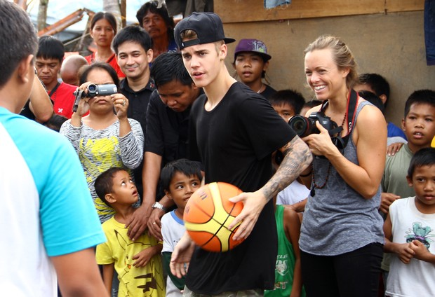 Justin Bieber nas Filipinas (Foto: STR/AFP)