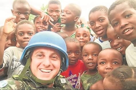Luciano Huck no Haiti (Foto: Arquivo pessoal)