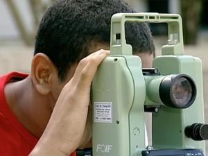 A topografia é utilizada durante todo o processo de uma obra (Foto: Reprodução/TV Gazeta)