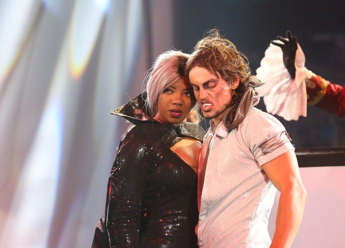 Ludmilla e o bailarino que participou de seu número (Foto: Carol Caminha/Gshow)