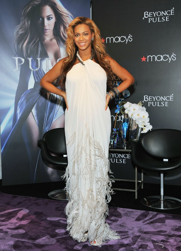 NEW YORK, NY - SEPTEMBER 22:  Singer Beyonce Knowles attends the Beyonce Pulse fragrance launch at Macy's Herald Square on September 22, 2011 in New York City.  (Photo by Slaven Vlasic/Getty Images) (Foto: Getty Images)