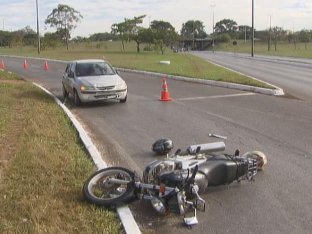carro e moto (Foto: Reprodução/TVGlobo)