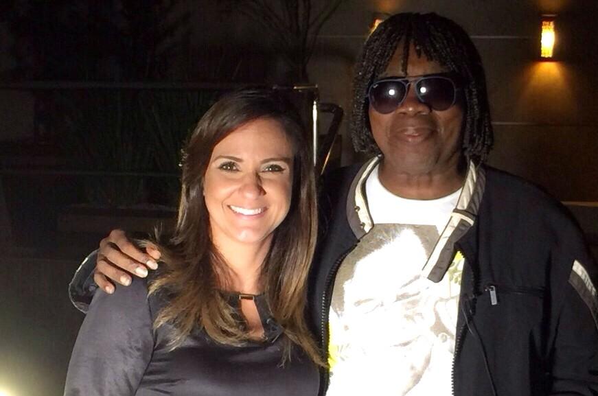 Adriana Cutino ao lado do cantor Milton Nascimento (Foto: Arquivo Pessoal)