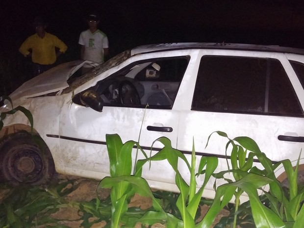 Motorista foi preso após capotar um carro (Foto: Jonatas Boni/G1)