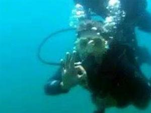 Thaise embaixo d'água (Foto: Reprodução/Rede Globo)