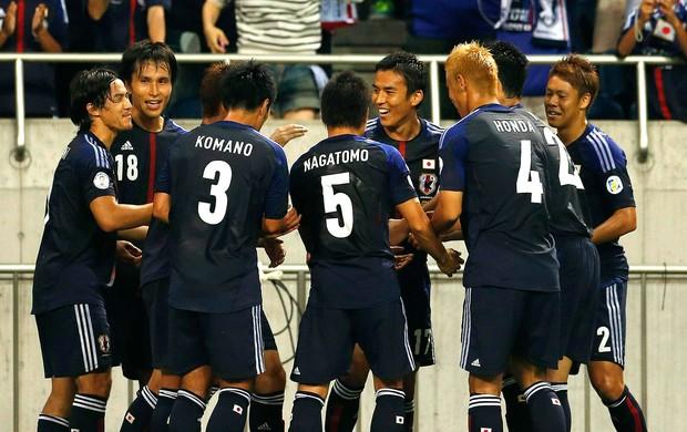 Japão comemora gol sobre o Iraque nas eliminatórias (Foto: Reuters)