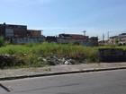 Terreno com mato alto e lixo é preocupação em Praia Grande, SP
