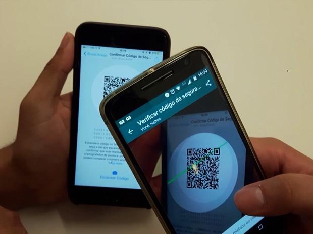O WhatsApp tem meios de conferir se uma conversa está protegida pela criptografia de ponta-a-ponta. Uma delas é escaneando um código QR no celular do seu colega (Foto: Reprodução/G1)