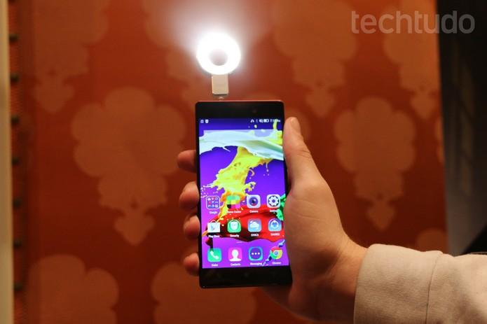 Lenovo Selfie Flash (Foto: Isadora Diaz / TechTudo)