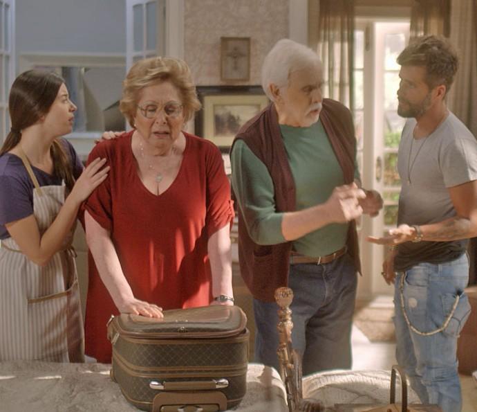 Com ciúme, Geppina faz drama e ameaça sair de casa (Foto: TV Globo)
