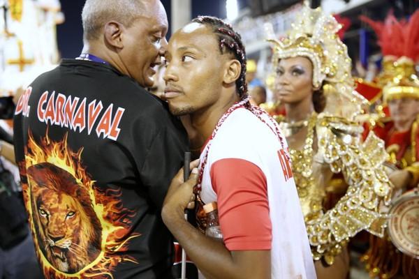 Luana Bandeira é impedida de cuspir fogo na Sapucaí por Bombeiros