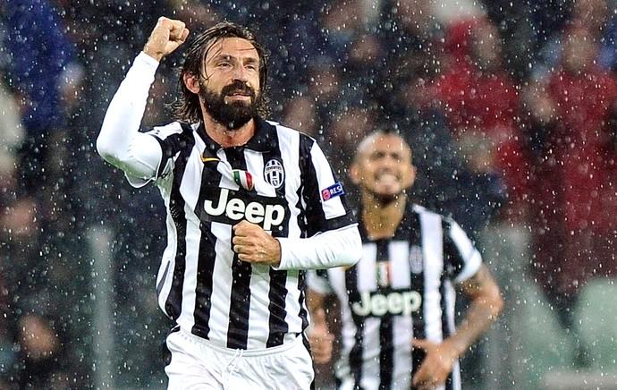 Pirlo comemora gol da Juventus contra o Olympiakos (Foto: Agência Reuters)