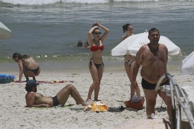 Bianca Bin na praia da Barra da Tijuca, RJ (Foto: Dilson Silva / Agnews)
