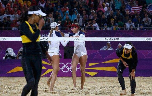 Juliana e Larissa v&#244;lei de praia Olimp&#237;adas 2012 (Foto: Reuters)
