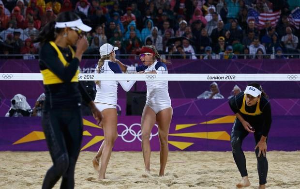 Juliana e Larissa vôlei de praia Olimpíadas 2012 (Foto: Reuters)