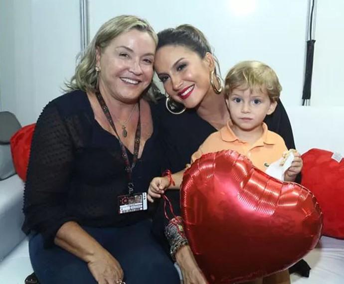 Claudia Leitte com a mãe, Ilna, e o caçula, Rafael (Foto: Raphael Dias / Gshow)
