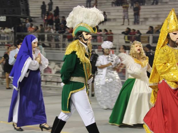 Ala colorida do desfile Morro Casa de Verde, escola que desfilou no Grupo de Acesso de São Paulo (Foto: Paulo Toledo Piza/G1)
