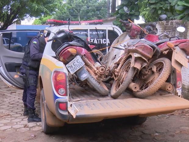 PM de Ariquemes também apreendeu motos com o grupo (Foto: Rede Amazônica/ Reprodução)