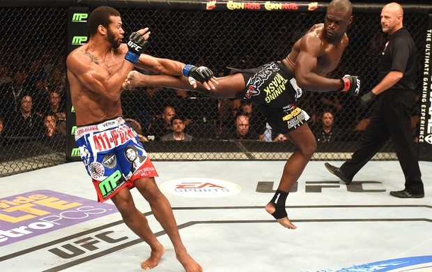 Uriah Hall e Thiago Marreta UFC 175  (Foto: Getty Images)