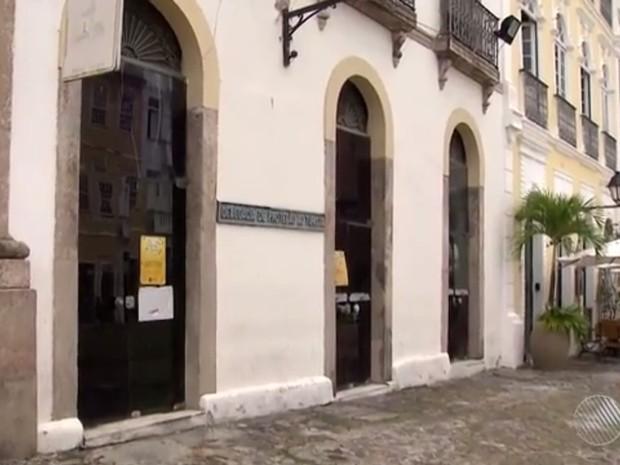 Turistas estão detidos na Delegacia do Turista, no Pelourinho (Foto: Reprodução/ TV Bahia)