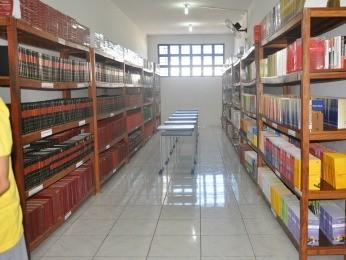 Biblioteca dos detentos do CRC em Cuiabá (Foto: Carolina Holland/G1)